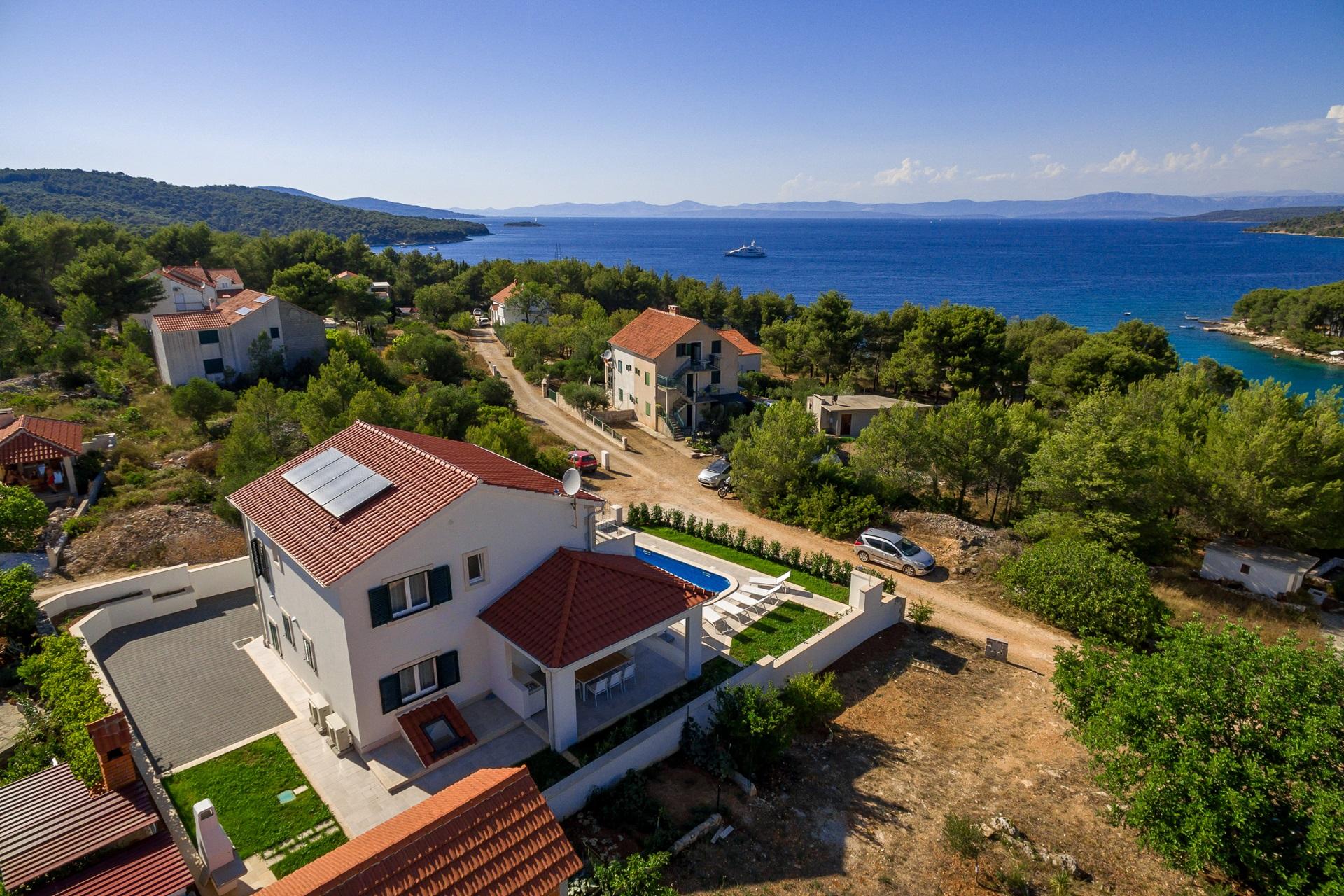 Villa Makarac near by sea