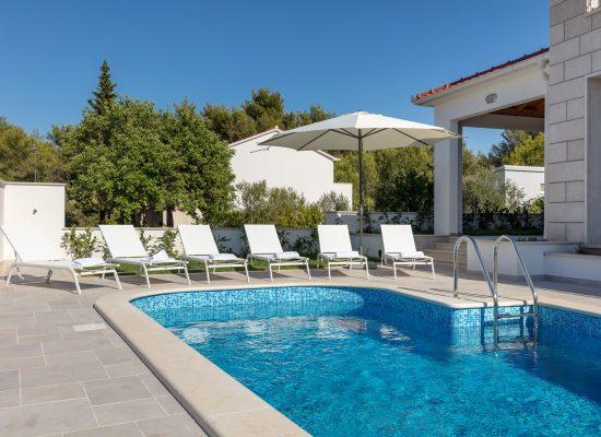 Private pool in Villa Makarac