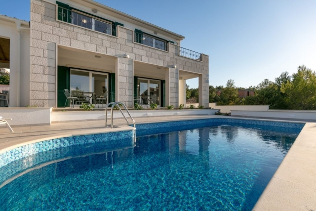 Stunning Villa Makarac with the swimming pool